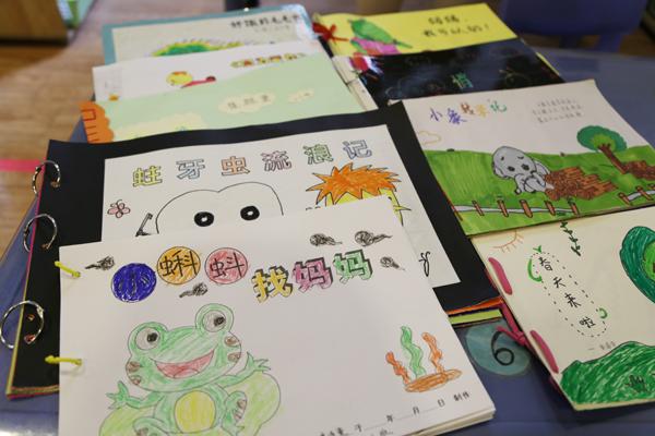 """4月3日,二七区第一幼儿园""""越绘越开心""""读书节活动如期进行."""
