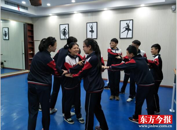 心理辅导员进校园 郑州市52中学生感悟团队力量