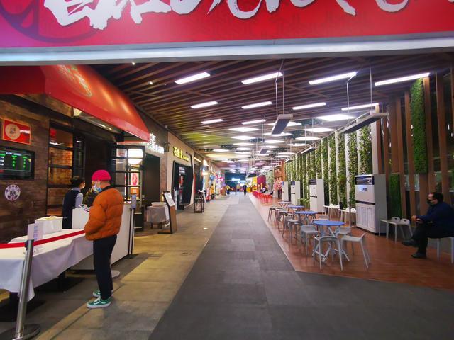 """疫情后的餐饮企业:恢复堂食营业额依旧""""腰斩"""""""