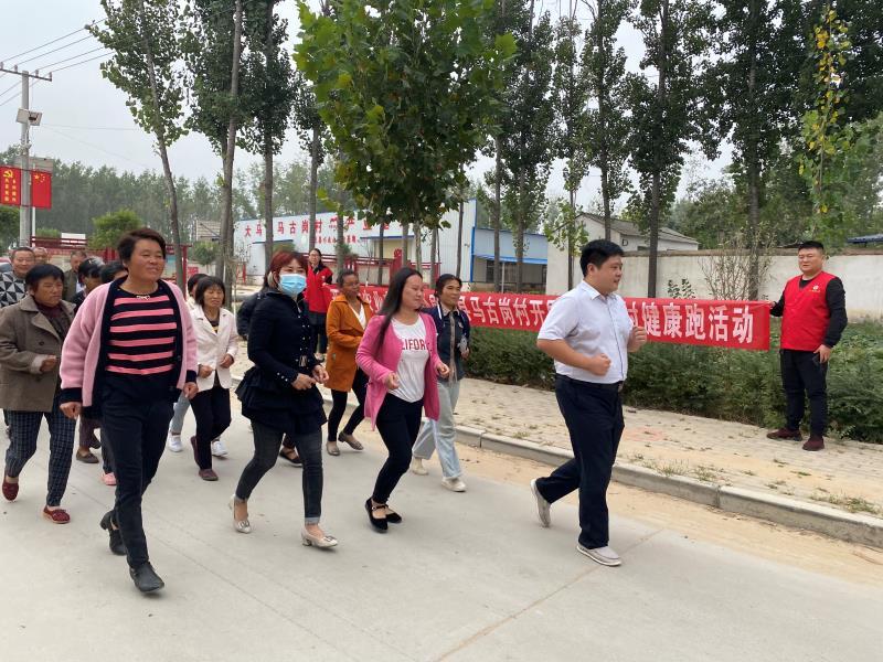 开封市农业农村局志愿者服务队开展美丽乡村健康跑活动