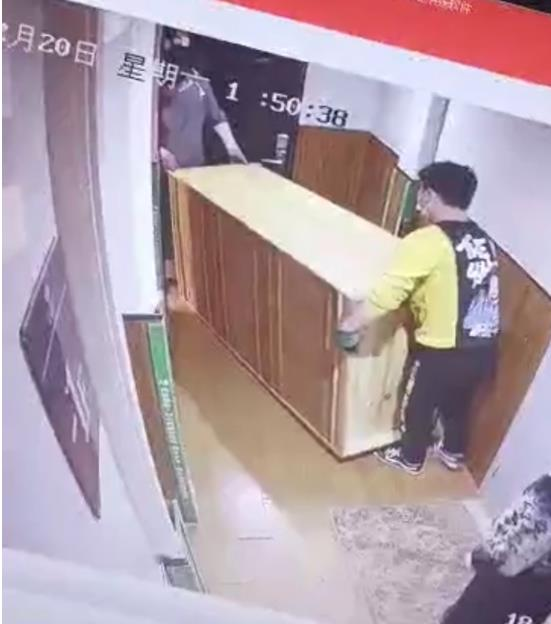 郑州一市民给货拉拉司机多付2千多元,司机之后玩失踪,货拉拉:非平台订单