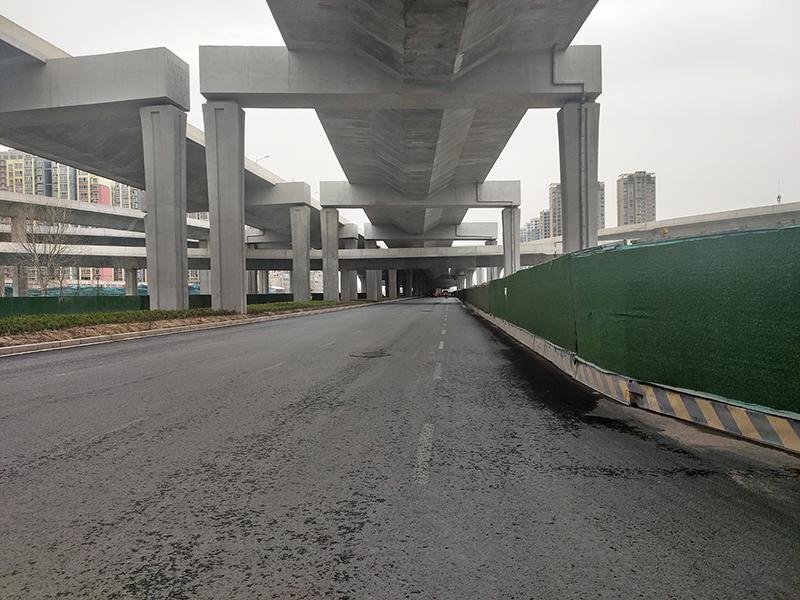郑州四环附近无公交市民出行不便,打探:四环仍在建,目前只能临时停靠