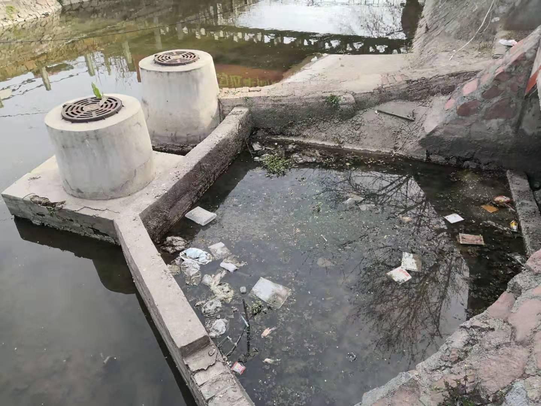 郑州金水河一排水口变排污口 记者打公示牌上电话,工作人员称不知自己电话被公示