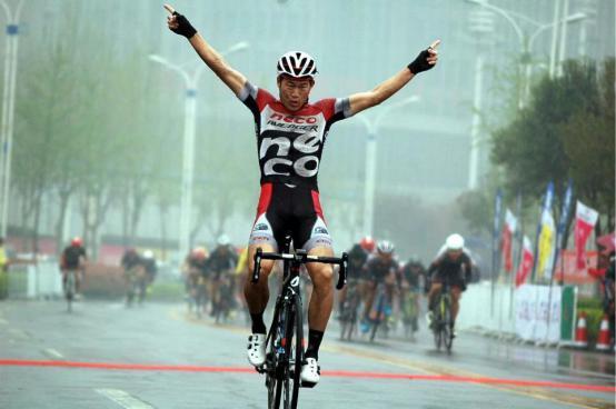 2017环中原自行车公开赛在首站鹤壁盛大开赛