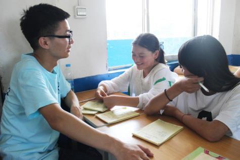 郑州大学文学院:带领鸦岭学子触摸甲骨文字,感受汉字流变
