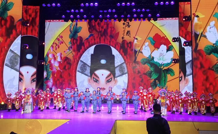 中国首部少儿版电影《红灯记》新闻发布会在郑州隆重举行