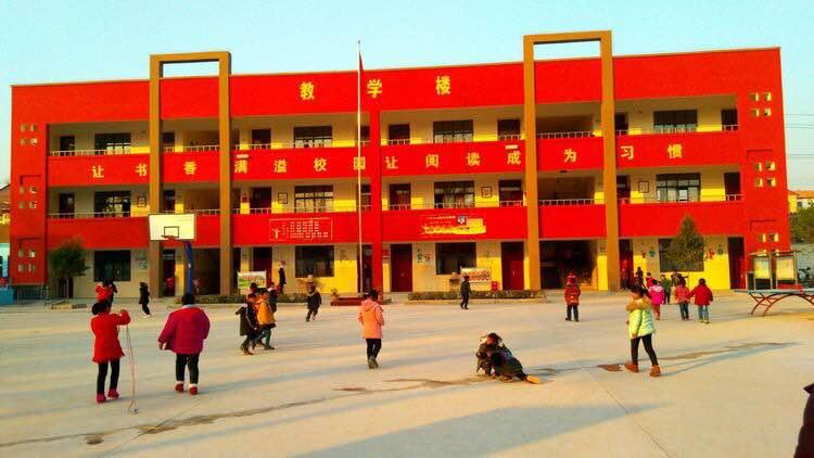 蘭考谷營鎮支持學校改變校區環境美噠噠