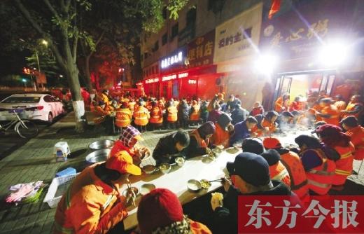 """一碗热粥 温暖一座城 """"爱心免费粥铺""""成伊川县公益名片"""